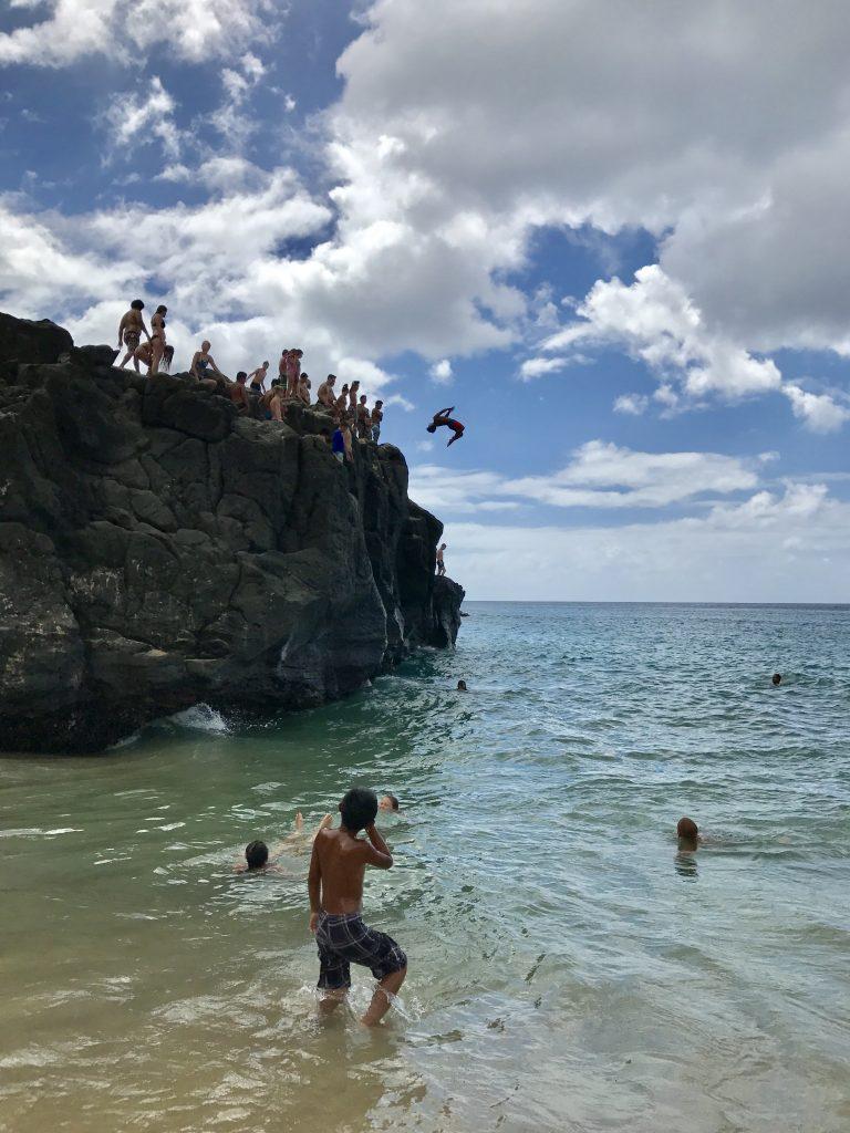 Flip arrière à partir du rocher