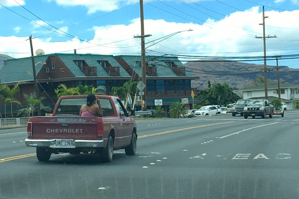 Comme un local pick up box Hawaii