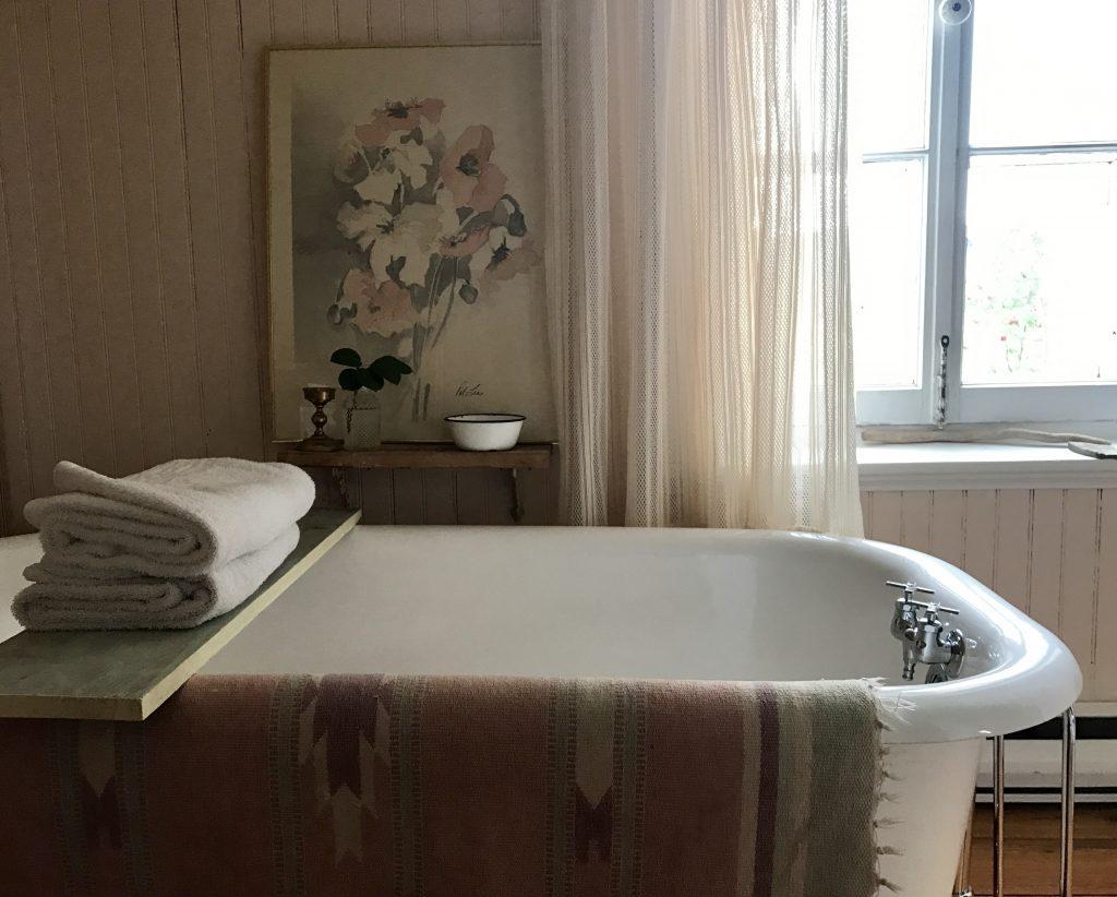 salle de bain p'tite jaune Kamouraska